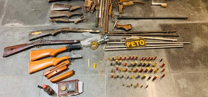 Fábrica de armas artesanais é encontrada em Feira de Santana