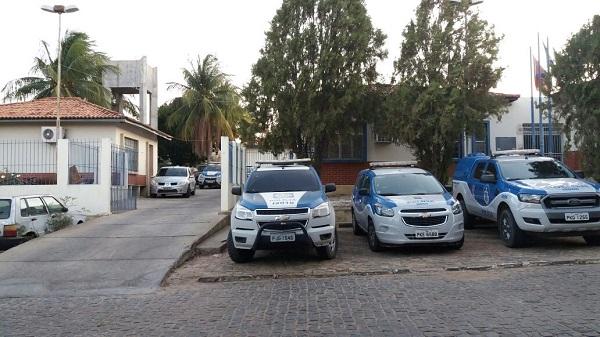 Polícia conduz à delegacia homem suspeito de cometer crime de estupro de vulnerável em Aracatu