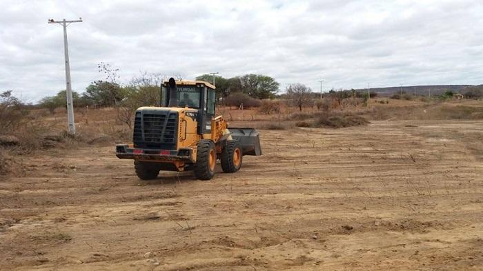 Governo de Guajeru continua realizando limpeza de aguadas públicas