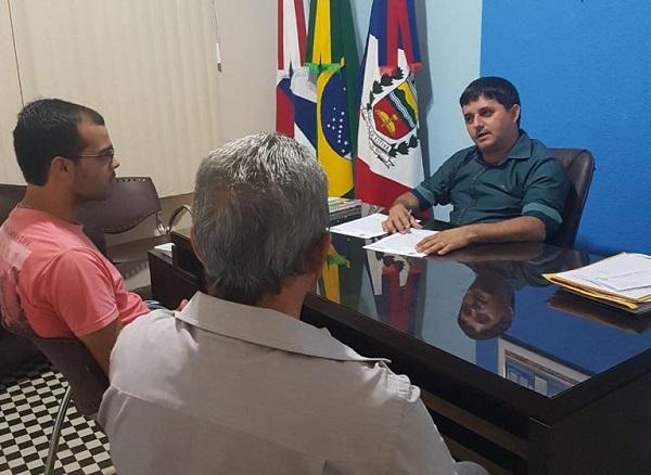 Barra da Estiva: prefeito João Machado assina convênio com filarmônica