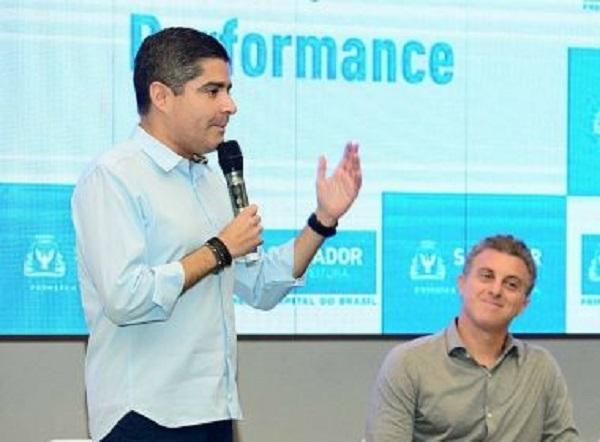 ACM Neto se reúne com Luciano Huck para discutir sobre eleição de 2022