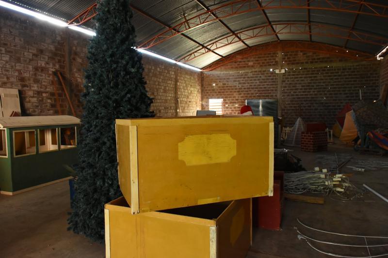 Guajeru: Prefeitura realiza preparativos para decoração natalina do município