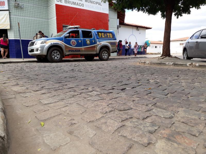 Menor é alvejado com dois tiros no Bairro Santa Tereza em Brumado