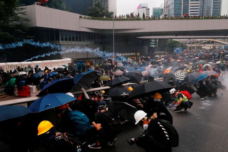 Protestos em Hong Kong se intensificam com prisão de ativistas