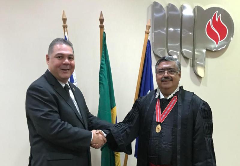 Presidente do Legislativo Brumadense participa de cerimônia de posse de corregedor-geral do MP-BA