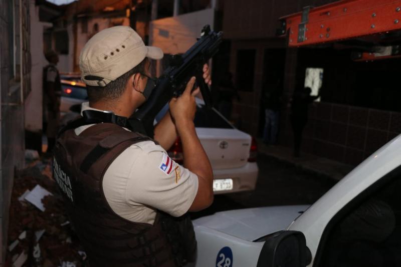 Traficantes e homicidas foragidos são alvos de operação na Bahia