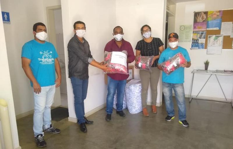 Guajeru: Prefeito recebe 4.000 mil máscaras artesanais do Governo do Estado