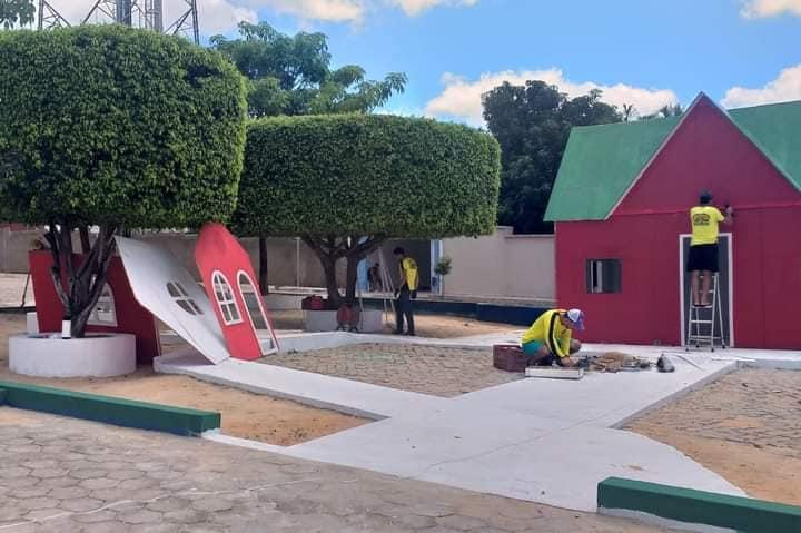 Guajeru: Prefeitura realiza instalação da ornamentação natalina