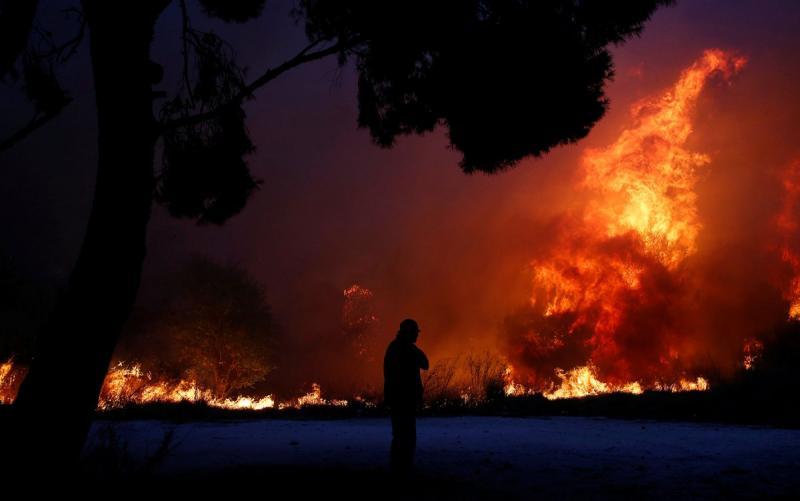 Incêndios na região de Atenas deixam dezenas de mortos