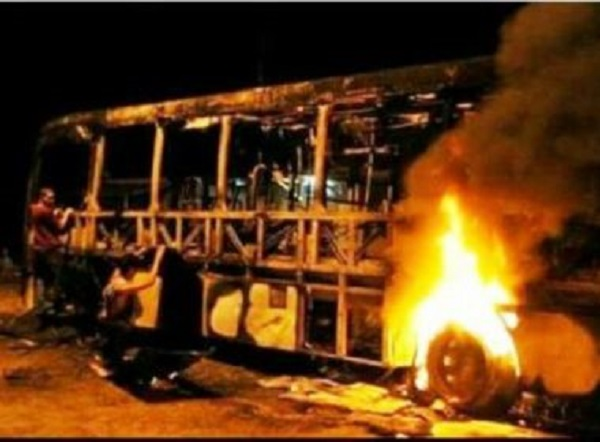 Dois ônibus são incendiados na zona rural de Ilhéus