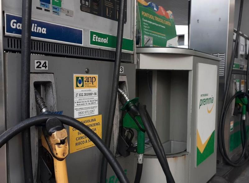 Gasolina novo padrão: Revendor têm prazos de até 90 dias para escoar estoque anterior