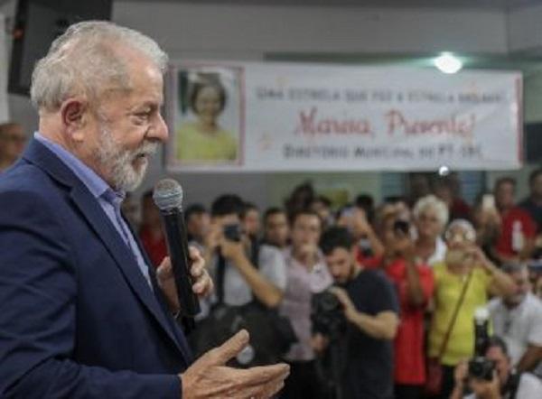 'Quem tem de queimar arquivo está no governo federal, e não Rui Costa', diz Lula