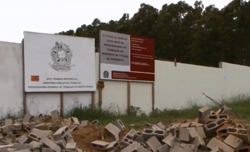 Prefeitura de Vitória da Conquista derruba muro em área Federal e é convocada a prestar esclarecimentos a PF