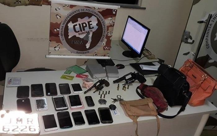 Criminosos morrem em confronto com a Caesg em Vitória da Conquista: 15 celulares foram apreendidos