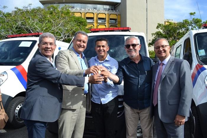 Mais uma nova ambulância é entregue ao município de Guajeru