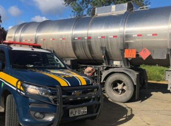Sefaz intercepta mais uma carreta de combustível com nota fraudada em Vitória da Conquista