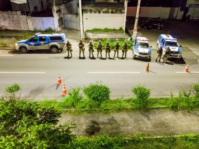 Feira de Santana: PM usa barreiras e drones para fiscalizar medida que limita circulação noturna de pessoas