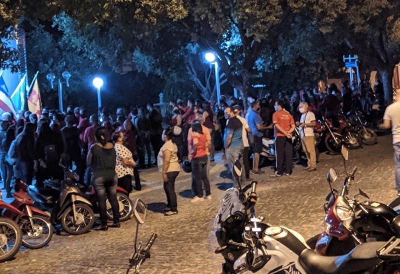 Brumado: Mesmo em período de Pandemia, populares se aglomeram contra prosseguimento da denúncia para cassação do mandato do prefeito Eduardo Lima Vasconcelos