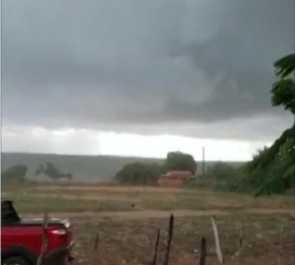 Bahia: Alagoinhas e Água Fria registram chuva de granizo