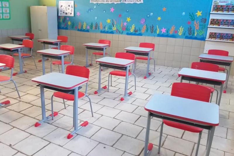 Prefeitura de Guajeru adquire 320 novos kits de mobiliário escolar