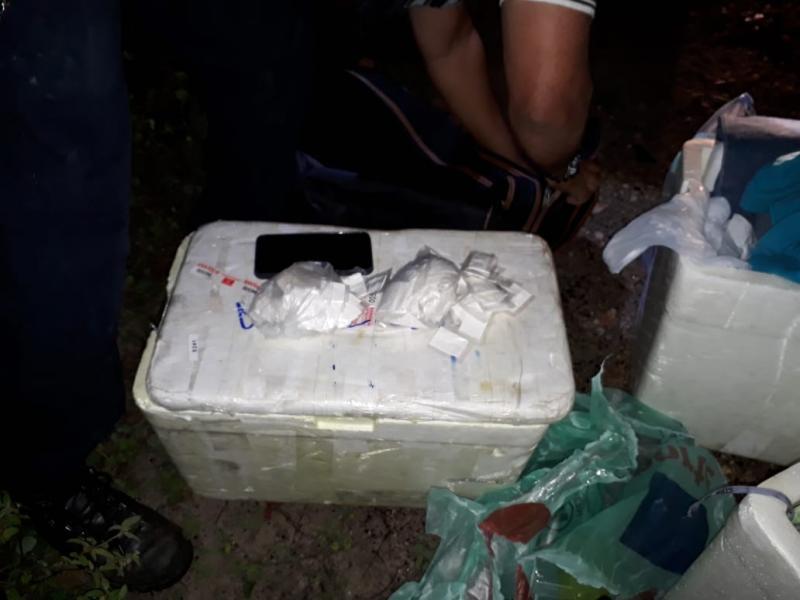 Polícia intercepta ônibus e prende homem com drogas no trevo que liga a BR-030 a Malhada de Pedras