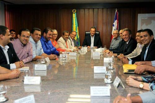 Vice-prefeito de Brumado e Secretário de Saúde participam de audiência com governador e prefeitos da região para tratar do Consórcio Regional de Saúde