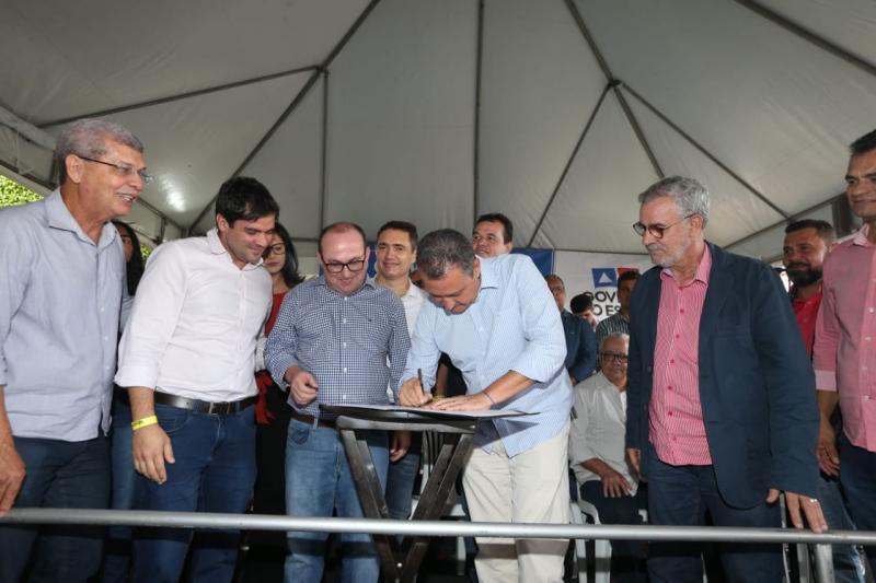 Rui entrega obras de infraestrutura hídrica em Jânio Quadros