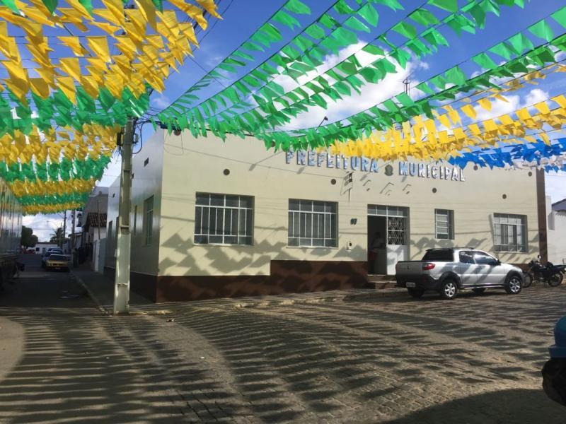 Prefeitura de Malhada de Pedras emite nota de esclarecimentos sobre compra de fogos