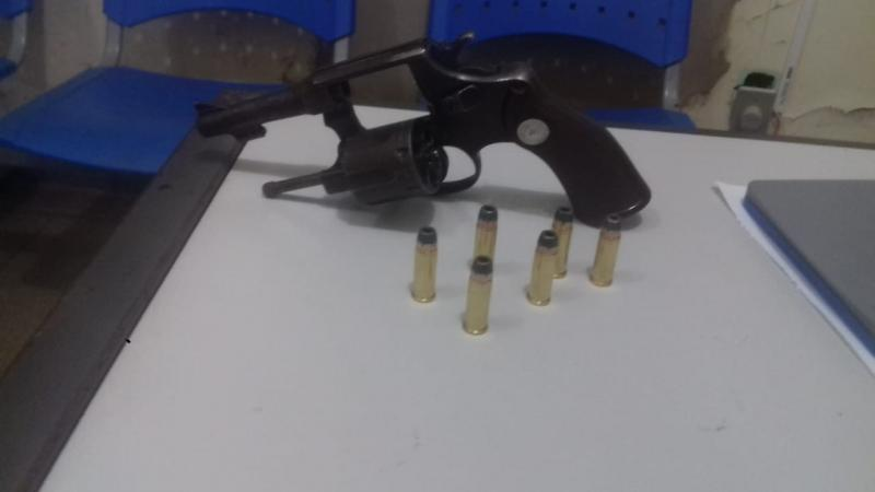 Homem é detido em Aracatu portando arma de fogo após ameaçar companheira