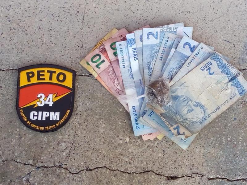 Polícia Militar age rápido e prende assaltantes no centro de Brumado; drogas também foram apreendidas