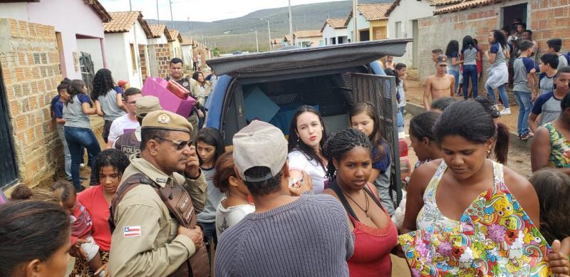 Ituaçu: Ação social entre PM e Escola Juvenal Wanderley realiza entrega de brinquedos a crianças carentes