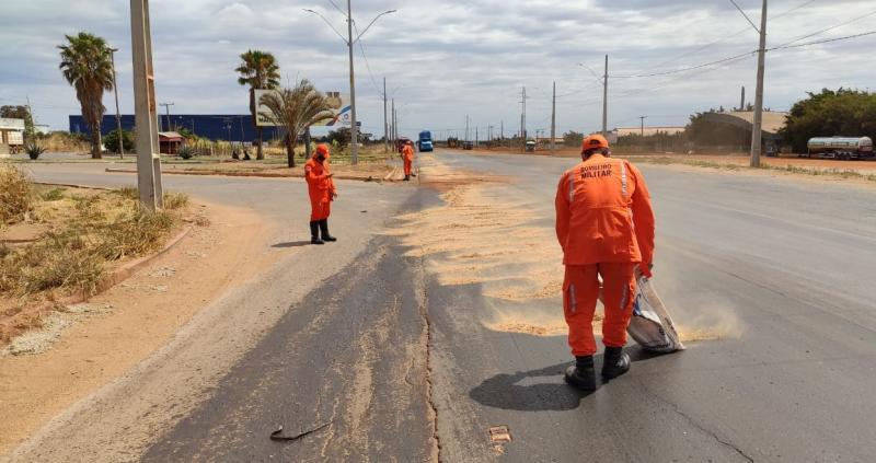 Sargento do 17º GBM dá dicas para evitar acidentes quando do derramamento de óleo em vias