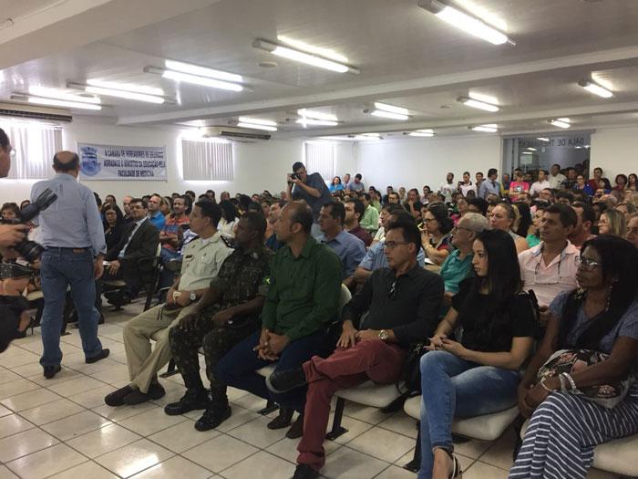Acompanhado de José Ronaldo e ACM Neto, Ministro da Educação participa de solenidade para autorização de Escola de Medicina em Brumado