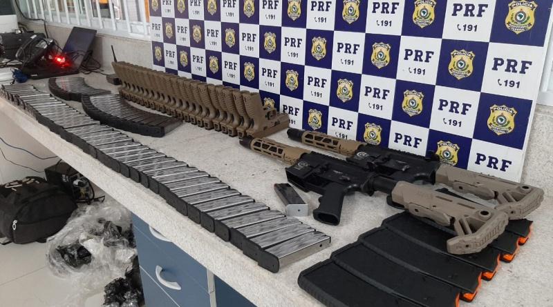 Vitória da Conquista: Passageiro é preso pela PRF após ser flagrado transportando armas em ônibus