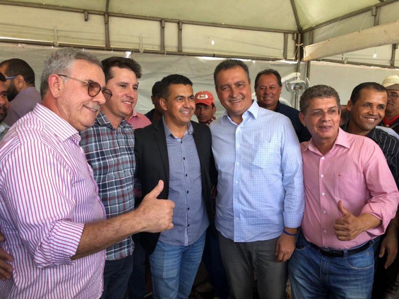 PREFEITO GIL ROCHA RECEBE EQUIPAMENTOS DE SAÚDE PARA GUAJERU