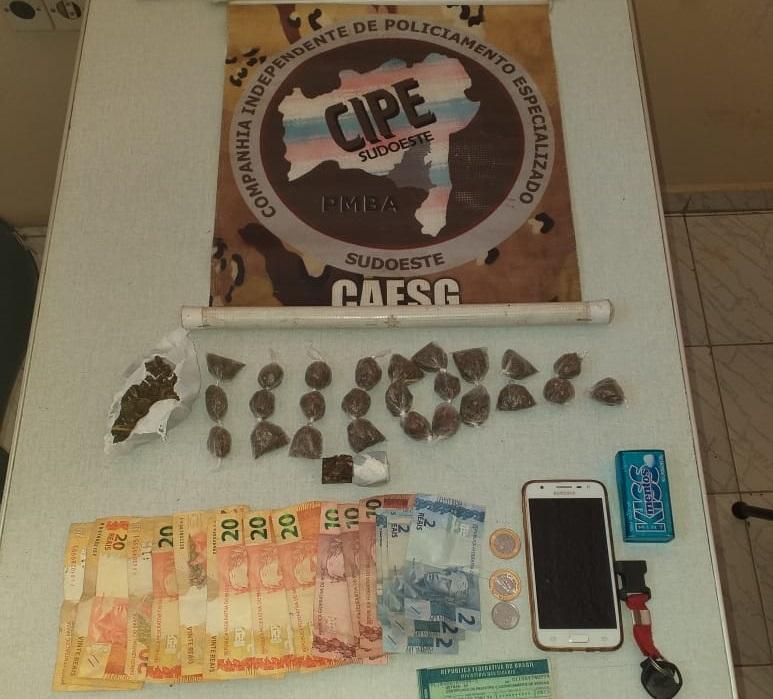 Homens são detidos em posse de drogas no bairro Divino Espírito Santo em Condeúba