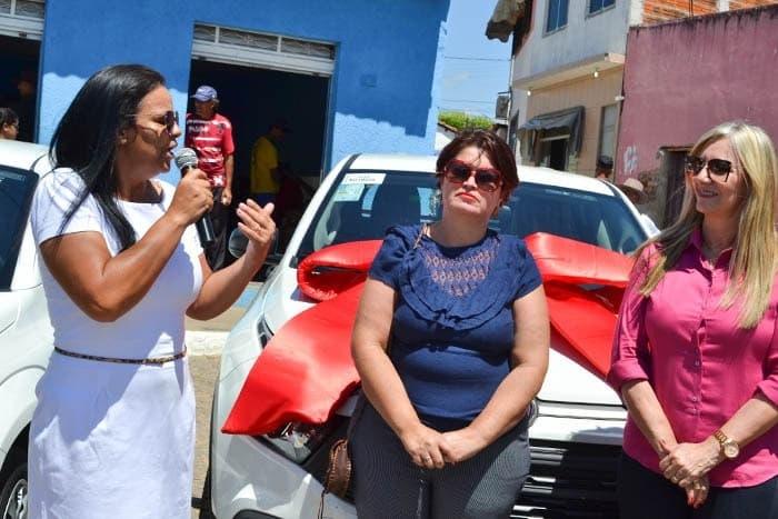 Prefeitura de Malhada de Pedras entrega dois veículos para serviços da população com recursos próprios