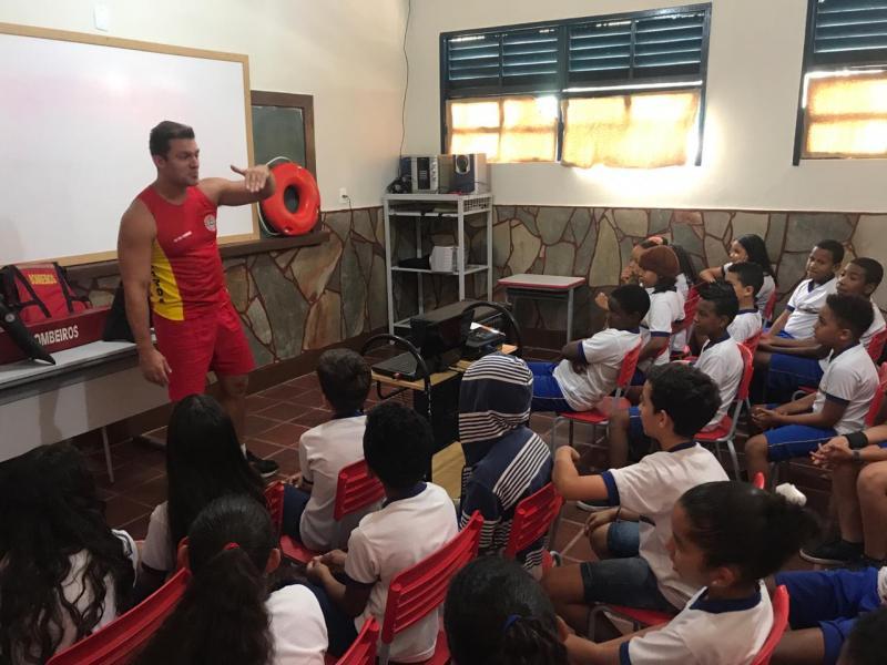 Corpo de Bombeiros leva palestras para escolas de Rio de Contas