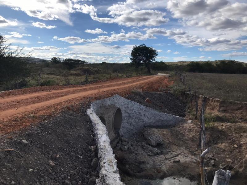 Malhada de Pedras: Prefeitura realiza obras de recuperação em estradas vicinais