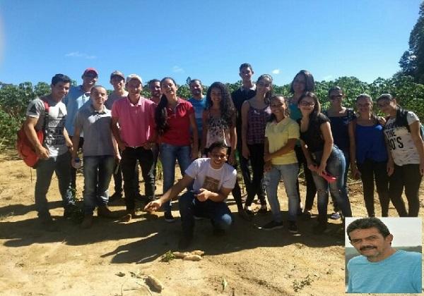 Professor Moraes de Ituaçu é homenageiado por alunos da Uesb de Vitória da Conquista