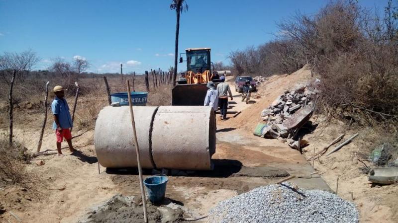 Malhada de Pedras realiza investimentos nas estradas vicinais visando trafegabilidade em períodos chuvosos