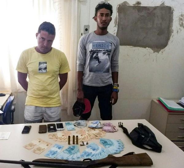 Homens são presos com dinheiro falso em povoado de Paramirim