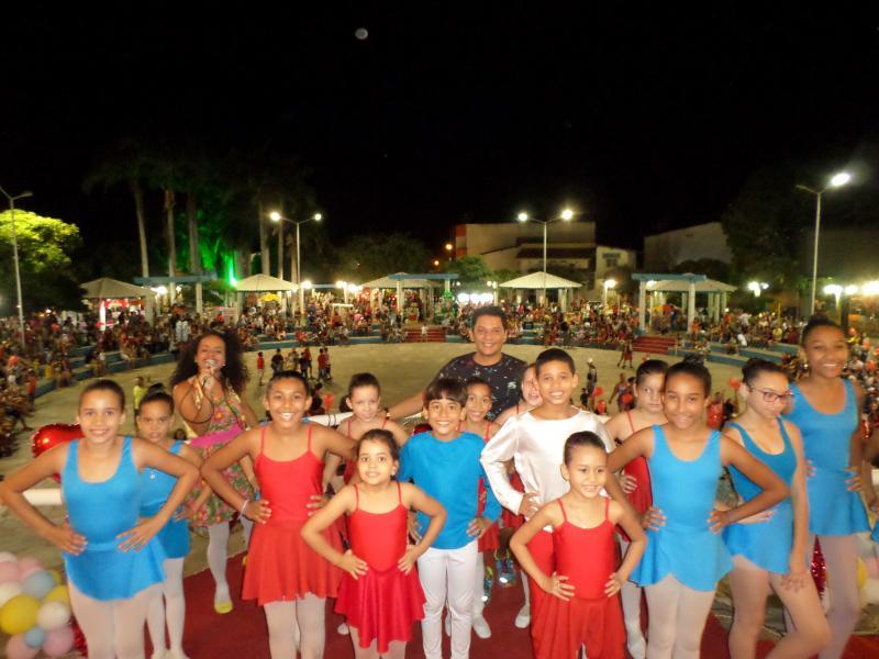 Em homenagem às mães, Kezinha Produções realizou evento na Praça da Prefeitura em Brumado