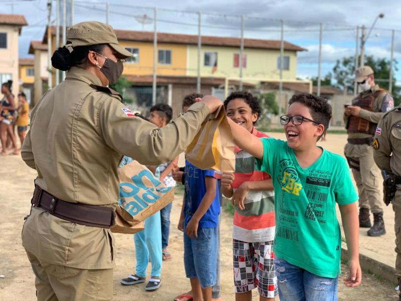 Vitória da Conquista: Polícia Militar faz a alegria da criançada Big Mac's