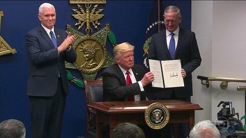 Decreto que barra cidadãos de 6 países entra em vigor nos EUA