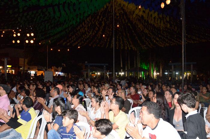 Grupo Galpão encantou o público brumadense com espetáculo realizado na Praça da Prefeitura