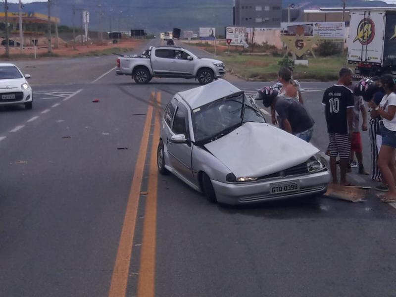 Caminhão colide com veículo Gol e uma pessoa morre em Brumado