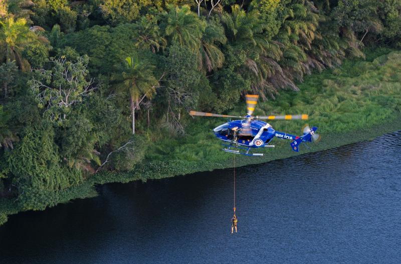 Grupamento Aéreo da Polícia Militar aprimora técnicas de resgate com helicóptero