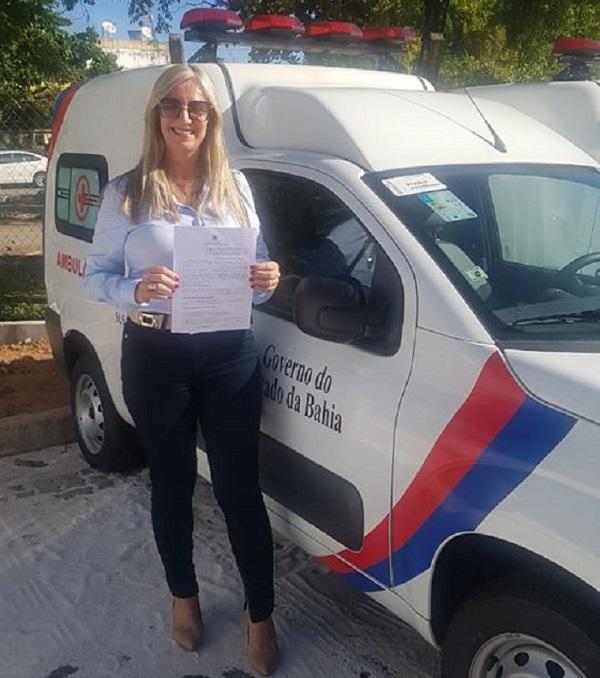 Terezinha Baleeiro recebe mais uma ambulância para Malhada de Pedras