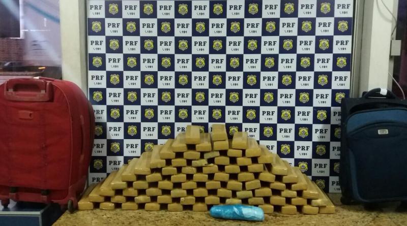 Passageira de ônibus é presa pela PRF com 54 kg de droga em Vitória da Conquista